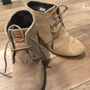 Toms desert wedge 7.5 Taupe suede